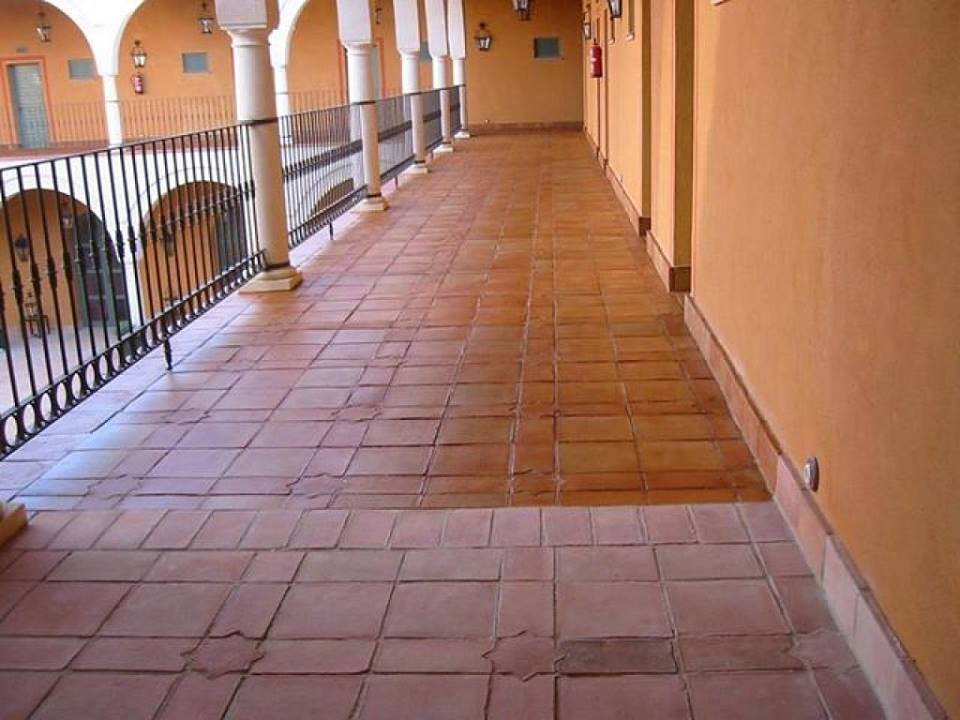 tratamiento suelo de barro cocido