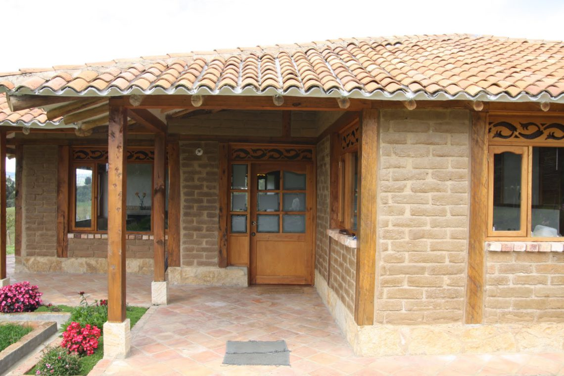 arquitectura sostenible de barro cocido